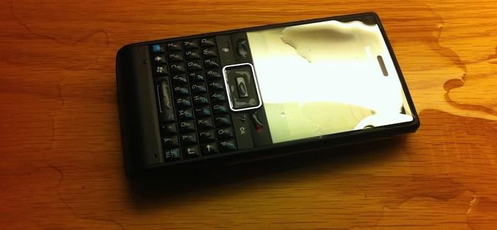 Pelasta kastunut matkapuhelin
