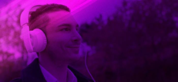 Dashbon Mask – Käännä kuulokkeesi – Nyt voit katsoa videoita